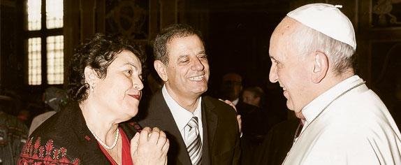 Naser et Amira Shakour avec le Pape François