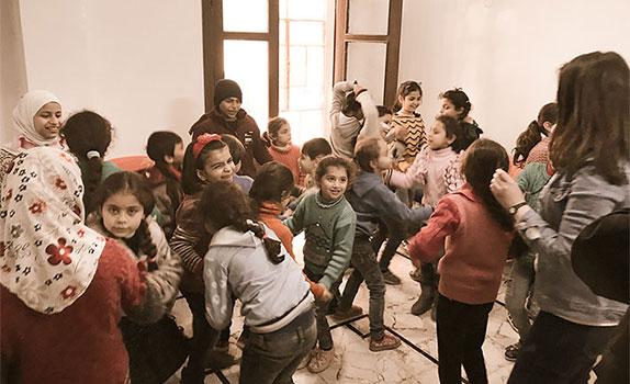 """""""Glücklicherweise erleben wir immer wieder Erfolgsgeschichten von Kindern, die die Traumata langsam überwinden"""", sagt Pater Firas Lutfi, Leiter des Zentrums in Aleppo (Syrien)."""