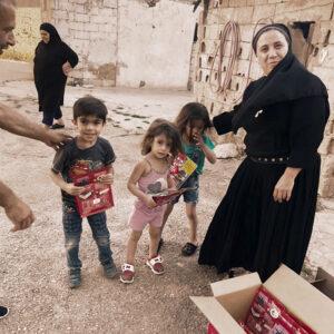 Jedes Paket mit Nahrungsmitteln zählt. Die Explosionskatastrophe in Beirut hat die katastrophale Wirtschafts- und Finanzkrise im Libanon weiter verschärft. Unsere Projektpartner vor Ort verteilen auch Essen und Lebensmittelpakete.